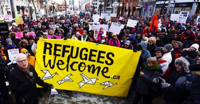 πρόσφυγες, μετανάστες, πανό πορεία